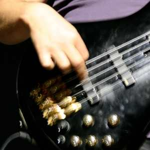 bass guitar finger posotion